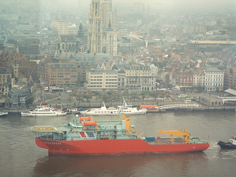 DSV/cable layer passing Antwerp